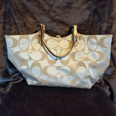 Handbag Like new. Great condition Coach Bags Shoulder Bags