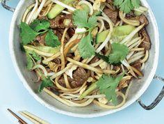 Wokmie met biefstuk, gember en oestersaus Wok, Green Beans, Spaghetti, Vegetables, Ethnic Recipes, Veggies, Vegetable Recipes, Woks, Noodle