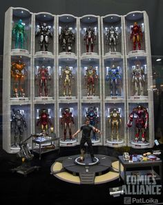Hot Toys-Iron Man Hall of Armor SDCC 2014