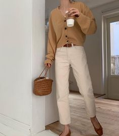Fashion Tips For Beginners Beginner Makeup 80s Fashion, Look Fashion, Daily Fashion, Korean Fashion, Nude Outfits, Chic Outfits, Fashion Outfits, Fashion Tips, Boyish Outfits