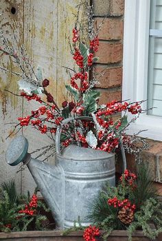 Christmas 2015 Front Porch/Vintage Watering Can – Housepitality Designs The post Christmas 2015 Front Porch with Rudy appeared first on Dekoration. christmas porch Christmas 2015 Front Porch with Rudy Winter Christmas, Christmas Home, Christmas Wreaths, Elegant Christmas, Christmas Island, Christmas Front Porches, Christmas Lights, Country Christmas Crafts, Apartment Christmas