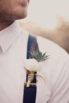 Бутоньерка для жениха из живых цветов