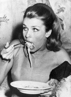 Senta Berge, 1966 // The Austrian actress eats spaghetti in Rome.
