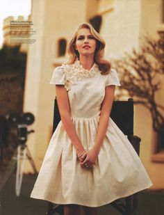 Darling look! Short cream colored Dress with flowers:: Vintage Fashion:: Retro Style