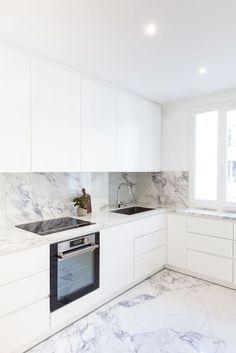 surprising small kitchen design ideas and decor 7 ~ Modern House Design Kitchen Room Design, Luxury Kitchen Design, Kitchen Cabinet Design, Home Decor Kitchen, Interior Design Kitchen, Kitchen Designs, Kitchen Ideas, Luxury Kitchens, Diy Kitchen