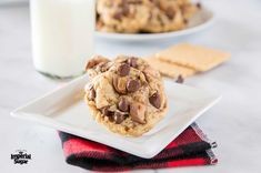 Crisp graham cracker cookies with warm chocolate chips and buttery toffee bits are a perfect cookie combo. Graham Cracker Cookies, Graham Cracker Crumbs, Graham Crackers, Apple Zucchini Bread, Toffee Bits, Cookie Brownie Bars, Perfect Cookie, Delicious Desserts, Sweet Tooth