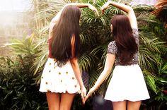 """""""La amistad es un alma que habita en dos cuerpos; un corazón que habita en dos almas."""" Aristóteles"""