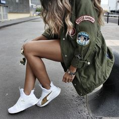 Fall fashion | Khaki jacket and white sneakers