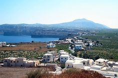The village - -picture taken by our client Barbara & Philippe Owens, http://www.twobagels.org/Greece/santorini.htm