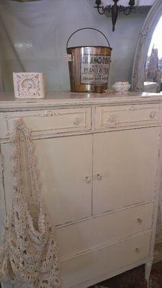 1864 Shabby Chic furniture