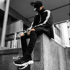Follow me for more pins of street wear Tomboy Outfits, Fashion Outfits, Urban Fashion, Mens Fashion, Men Photography, Urban Street Style, Insta Photo Ideas, Adidas Fashion, Korean Street Fashion