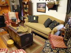 Love the low back sofa Country Furniture, Country Decor, Low Back Sofa, Hearth, Colonial, Primitive, Sofas, Decor Ideas, Couch