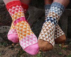 Ravelry: Herr och Fru Ulltuss pattern by Anna Bergman Knitting Socks, Hand Knitting, Knitted Hats, Knit Socks, Outlander, Lace Boot Socks, Foot Warmers, Knitting Accessories, Scandinavian Design
