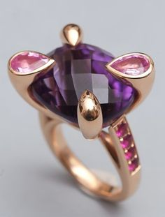 Yellow gold ring, set with an amethyst briolette set in four claws adorned with two pink sapphire pear carried by two rows of round rubies.