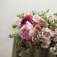 """좋아요 90개, 댓글 2개 - Instagram의 토크어바웃(@talkabout_flower)님: """"보통의 일반적인 아름다움이 좋은 날도 존재한다 🙋🏻 . 이 꽃의 어레인지 조합도 그러하네에☺️ . 즐거운 워크샵을 마치고 보통의 하루를 보내서 좋은 오늘. . #토크어바웃…"""""""