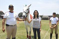 """LA primera Dama de Perú, Nadine Heredia, realiza gestiones para donar a la yegua """"Alma"""" a la Policía Montada del Potao tras los sucesos de La Parada."""