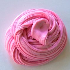 This fluffy slime recipe is easy to make at home! Here are the recipe and step-by-step instructions to make this super fluffy and stretchy slime yourself. Pink Fluffy Slime, Super Fluffy Slime, Fluffy Slime Without Borax, Fluffy Slime Recipe, Making Fluffy Slime, Easy Slime Recipe, Borax Slime, Slime No Glue, Glitter Slime