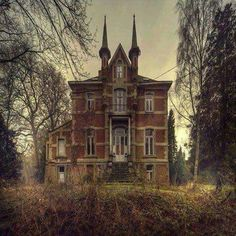 Abandoned homes, old abandoned buildings, abandoned castles, old buildings, Old Abandoned Buildings, Abandoned Property, Abandoned Castles, Old Buildings, Abandoned Places, Victorian Buildings, Spooky Places, Haunted Places, Old Mansions