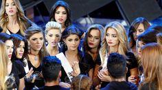 La fábrica de reinas Miss Venezuela sortea la crisis para continuar el show. Noticias de Mundo. La fábrica de reinas Miss Venezuela, del que han salido siete ganadoras de Miss Universo sorteará su edición más difícil debido a la crisis económica que aqueja al país