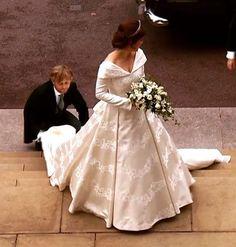 Plain Wedding Dress, Royal Wedding Gowns, Royal Weddings, Wedding Dresses, Princess Eugenie And Beatrice, Royal Princess, Royal Family Pictures, Eugenie Wedding, Jack Brooksbank