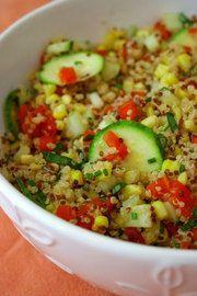 """La quinoa es un """"pseudocereal"""" prima del amaranto. es un alimento sumamente nutritivo y rico en proteina vegetal. Esta es una rica y práctica ensalada , perfecta para el verano."""
