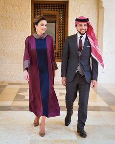 Queen Rania makes it a point to highlight Jordanian and Arab designers – Royal. African Men Fashion, African Fashion Dresses, Womens Fashion, Royal Fashion, Timeless Fashion, Jordan Royal Family, Princess Haya, Style Royal, Modele Hijab