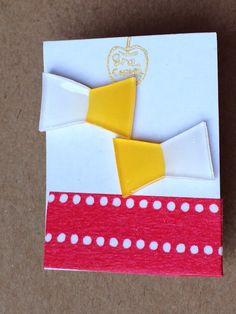 二色使いのプラバンリボンピアスです。ピアス本体の色はゴールドです。|ハンドメイド、手作り、手仕事品の通販・販売・購入ならCreema。