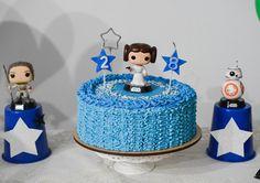Mais uma foto do nosso bolo pro tema #festastarwars! 🎇✨🎆  #edebabar #rey #bb8 #starwars #theforceawakens #princessleia #darthvader