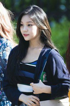 South Korean Girls, Korean Girl Groups, Kim Ye Won, Cloud Dancer, Asian Celebrities, G Friend, Wonwoo, Kpop Girls, Rapper