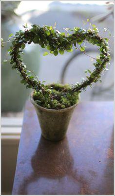 Angel-vine heart. Cute for wedding, valentine, & anniversary gifts.