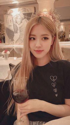 my idol:)))) woodworking projects - Woodworking Kpop Girl Groups, Kpop Girls, Bts Instagram, Black Pink Kpop, Black Pink Rose, Lisa Blackpink Wallpaper, Rose Bonbon, Mode Rose, Rose Park