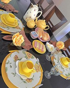 Dining Decor, Dinning Table, Kitchen Decor, Food Decoration, Table Decorations, Easter Table Settings, Food Items, Afternoon Tea, Plates