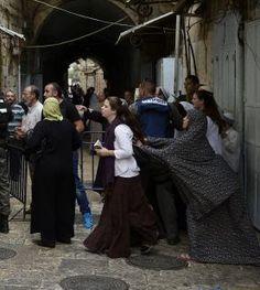 Elder Of Ziyon - Israel News: Viral photo of Jew screaming at Arab woman holds a secret (UPDATE x4)