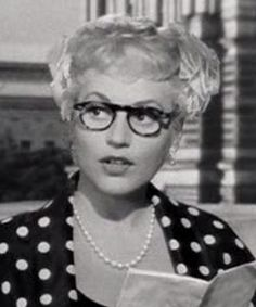 it's so sad that judy holliday died at such a young age (breast cancer took her at only 43.) such an intelligent woman and talented actress; with an IQ of 172, she stated that it took smarts to play such a dumb blonde in movies. she was so gorgeous and just screamed glamour. i wish that i could go back in time and hug her   <3