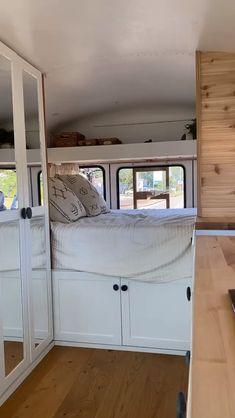 Kombi Motorhome, Bus Camper, Popup Camper, Bus Living, Tiny House Living, Living Room, Van Conversion Interior, Camper Van Conversion Diy, School Bus Tiny House