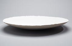 FUJIWO ISHIMOTO FUJIWO ISHIMOTO, A CERAMIC DISH. Signed Ishimoto -03. Arabia Art Department Society, 9th Floor.  White-glazed. Diam. 55.5 cm.