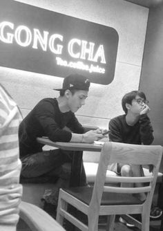 D.O and Sehun at a bubble tea shop. Sehun-ah does Luhan know about this? Chanyeol Baekhyun, Chansoo, Exo Korean, Exo Ot12, Kim Minseok, Do Kyung Soo, Kpop Exo, Exo Members, Yixing