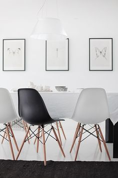 black and white chairs - zwart en witte stoelen