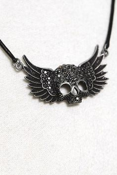 Diamante Wing Skull Necklace #Romwe