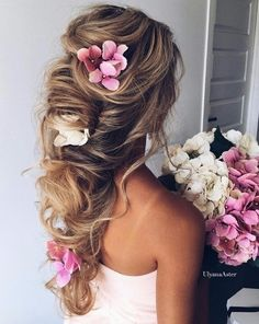 Romantic undone bridal style with flowers.