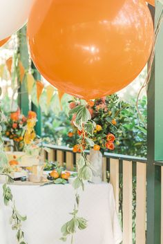 In The Orange Garden In The Orange Garden A Citrus Inspired Party With Ladybirds And Bees Bustling Through The Garden Foliage Tassel Jumbo Balloons From Born To Party For Aiden S In The Orange Garden Party Styled By Elk Prints Peach Party, Orange Party, Orange Birthday Parties, Orange Orange, Peach Baby Shower, Girl Shower, Baby Shower Owls, Shower Orange, Baby Shower Fruit