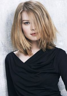 All the latest hairstyles and trends for The must have haircuts and colours setting the style this season, tips and tricks for gorgeous hair. Medium Blonde Hair, Bangs With Medium Hair, Medium Hair Styles, Curly Hair Styles, Blonde Hair Blue Eyes Makeup, Long Hair Community, Straight Hairstyles, Cool Hairstyles, Blonde Hairstyles