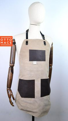 Apron of skin with body completely asymmetrical. The neck strap is leather and adjustable in length. The belt is leather and is also adjustable in length. Work Aprons, Leather Apron, Diy And Crafts, Etsy, Apron, Aprons, Handmade Gifts, Hand Made, Trends