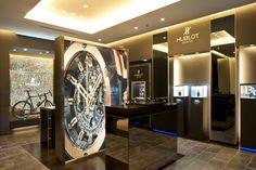 Hublot Boutiques & Stores Worldwide - Where to Buy Hublot Watches Showroom Interior Design, Retail Interior, Cartier, Pop Up, Discount Interior Doors, Jewellery Shop Design, Jewelry Designer, Luxury Store, Store Interiors