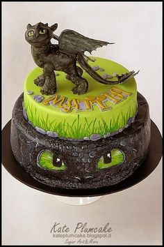 Adorable How To Train Your Dragon Cake First Communion Cake made by Kate Plumcake.