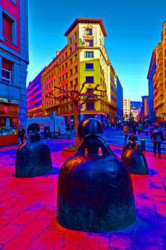 As meninas da rua em Bilbao, by G Erostarbe
