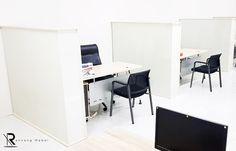 Ingin membuat partisi kantor minimalis agar ruangan bisa lebih private? Rancang Mebel bisa membuatkannya untuk Anda! Office Desk, Corner Desk, Furniture, Home Decor, Corner Table, Desk Office, Decoration Home, Desk, Room Decor