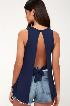 We can't stop singing the praises of the Impassioned Navy Blue Tank Top! Breezy open back with tying sash. Classy Outfits, Cool Outfits, Casual Outfits, Trendy Clothes For Women, Trendy Tops, Shirt Refashion, Cut Shirts, Mode Style, Look Fashion