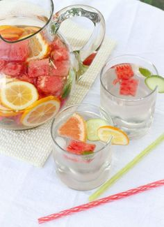 Summer Sangria With Watermelon And Pineapple - Recipes Instant # sommer sangria mit wassermelone und ananas - rezepte sofort Summer Sangria With Watermelon And Pineapple - Recipes Instant # Refreshing Cocktails, Cocktail Drinks, Fun Drinks, Cocktail Recipes, Beverages, Fun Summer Drinks Alcohol, Easy Cocktails, Detox Drinks, Milk Shakes