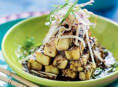 Salada de berinjela com molho picante de feijão fermentado